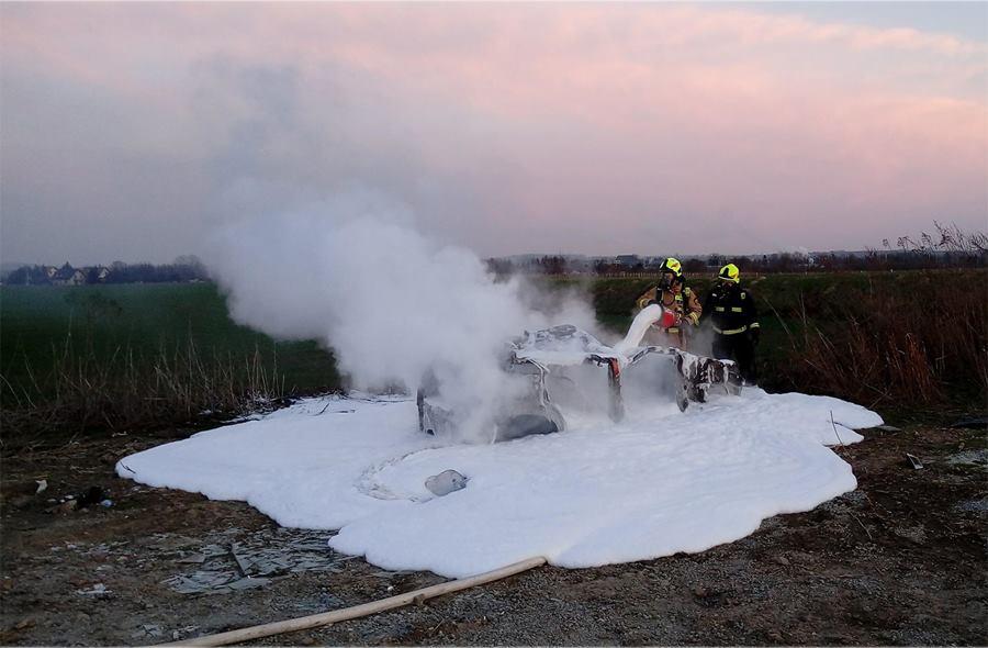 Pożar Samochodu w Podłęzu